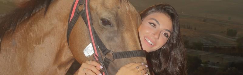 דוגמניות סוסים ב כפר אדומים